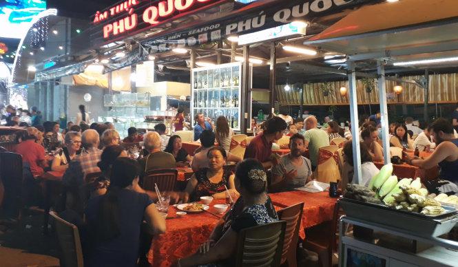 Hoạt động của chợ đêm Dinh Cậu Phú Quốc