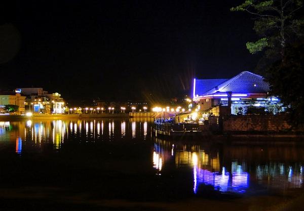 Hồ Xuân Hương Đà Lạt về đêm