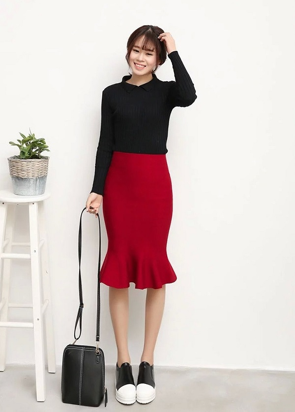 chân váy dài ôm với áo xách nách hoặc áo thun ôm body