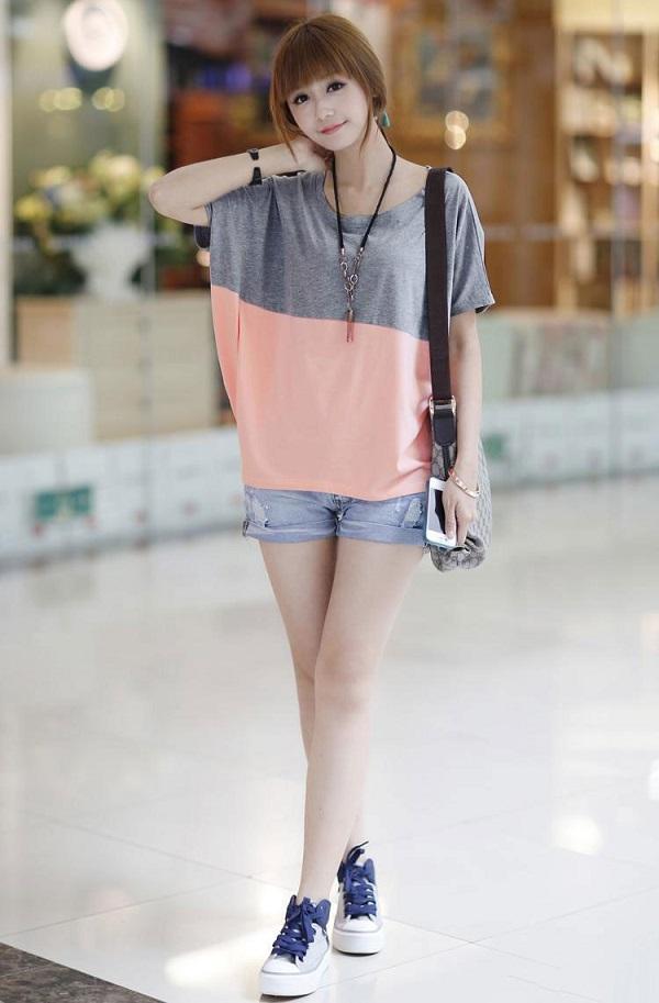 quần đùi với áo thun hoặc sơ mi form rộng