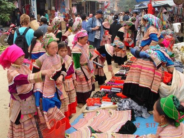 Chợ Lào Ở Cửa Khẩu Lóng Sập