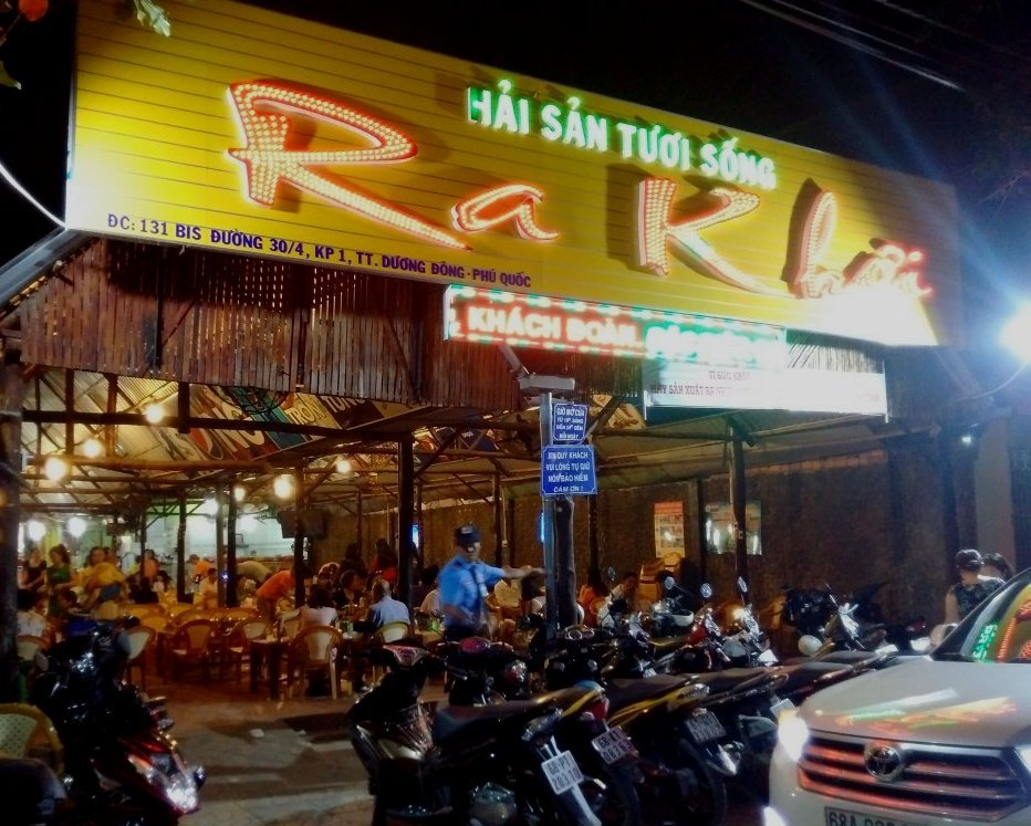 Nhà hàng Ra Khơi