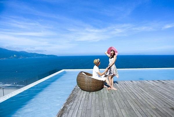 Bể bơi vô cực ở khách sạn Alacarte