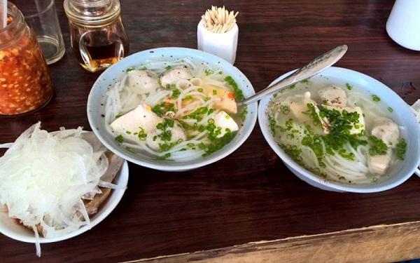 Quán bánh canh Bà Thừa