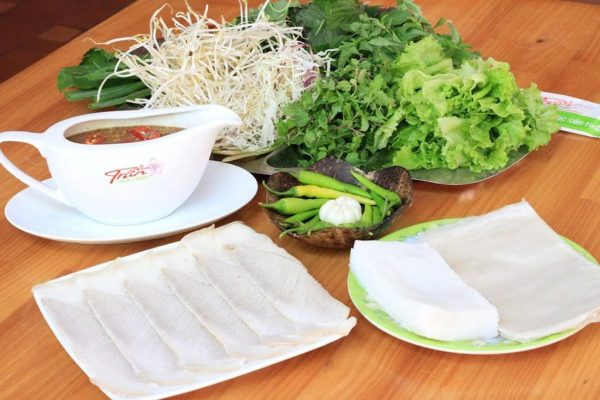 bánh tráng cuốn thịt heo quán Trần