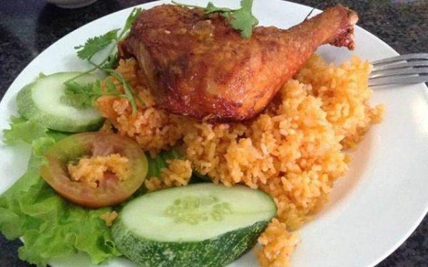 Quán cơm gà Hồng Ngọc