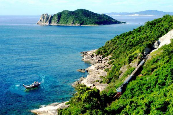 Di chuyển tới Quy Nhơn bằng tàu hỏa